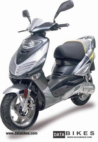 Adly  Moto AIRTEC a 3.2 kW motor scooter gray wassergeküh 2011 Scooter photo