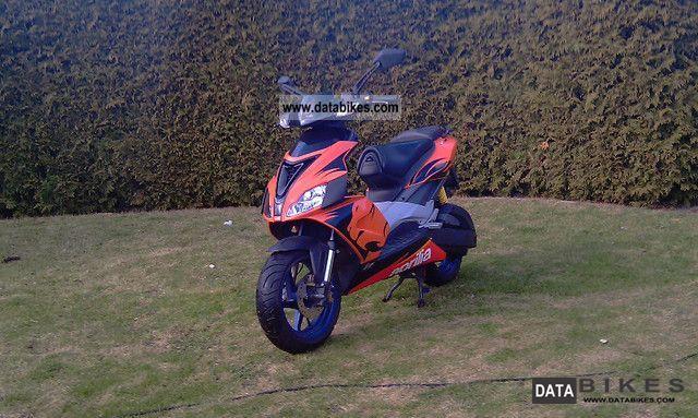 2005 Aprilia  SR 50 LC sports Motorcycle Scooter photo