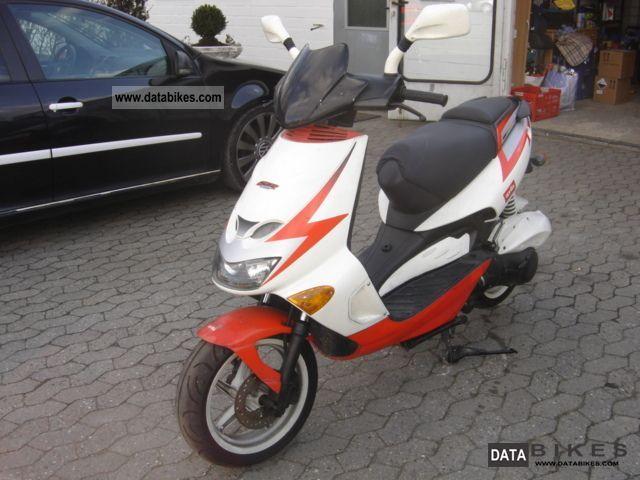 2002 Aprilia  SR 125 Motorcycle Scooter photo