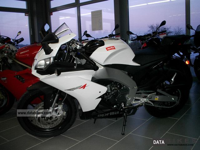 2011 Aprilia  White RS4 125 Bianco ALL COLORS IN STOCK Motorcycle Lightweight Motorcycle/Motorbike photo