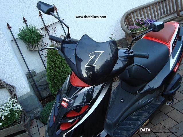 2003 Aprilia  SR 50 Garage Fund 25 & 50 papers Motorcycle Motor-assisted Bicycle/Small Moped photo