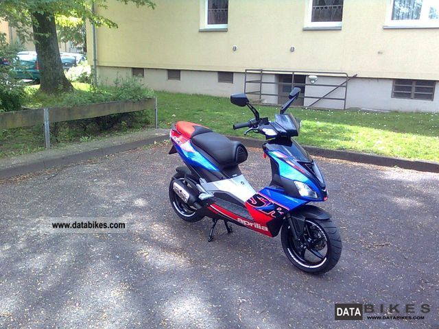 2011 Aprilia  SR 50 R Special Edition Motorcycle Scooter photo