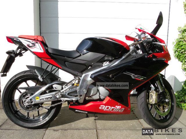 2010 Aprilia  RS125 with throttle Motorcycle Sports/Super Sports Bike photo