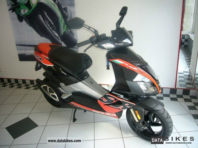Aprilia  SR 50 Factory i.e., only 1.226 km! 2011 Scooter photo