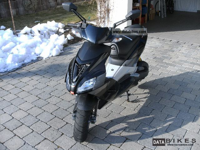 2007 Aprilia  SR 50 R Factory Motorcycle Scooter photo