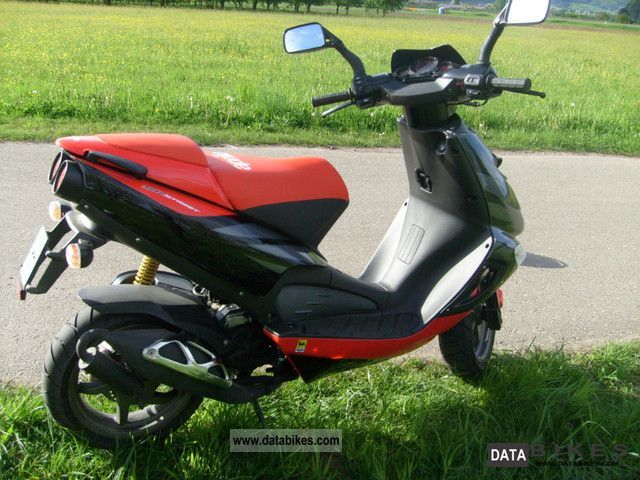 2011 Aprilia  SR 50 Street Motorcycle Scooter photo