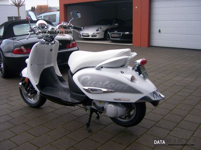 2009 aprilia mojito 50 custom bianco 250 km. Black Bedroom Furniture Sets. Home Design Ideas