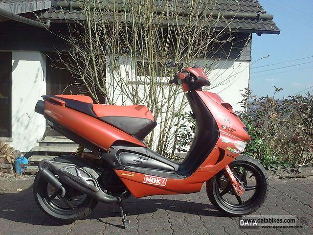 2010 Aprilia  SR 50 Street Motorcycle Scooter photo