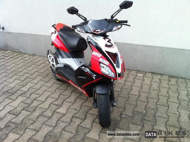 2010 Aprilia  sr50r Motorcycle Motor-assisted Bicycle/Small Moped photo
