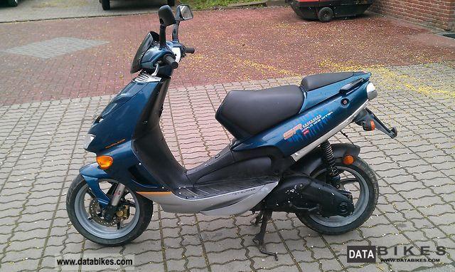 1999 Aprilia  SR50 Motorcycle Scooter photo