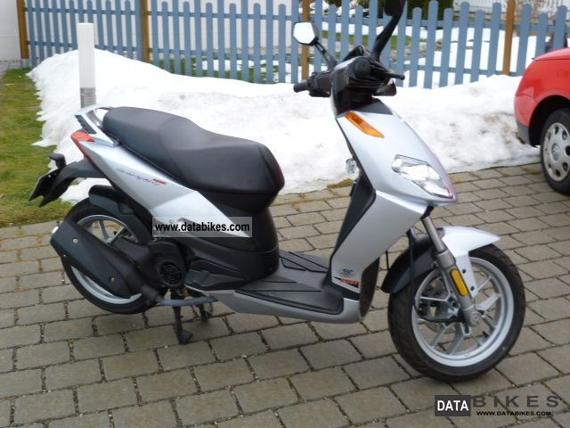 2009 Aprilia  Sport City 125 Motorcycle Scooter photo