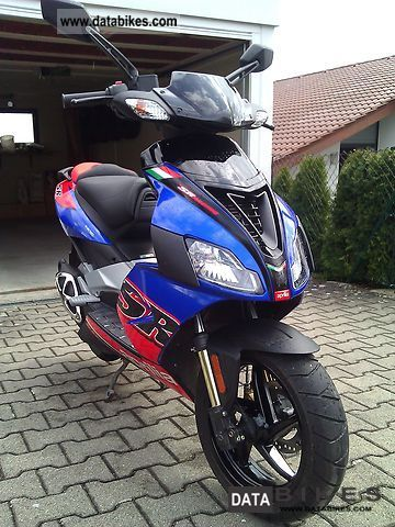 Aprilia  SR 50 R Factory 2011 Motor-assisted Bicycle/Small Moped photo