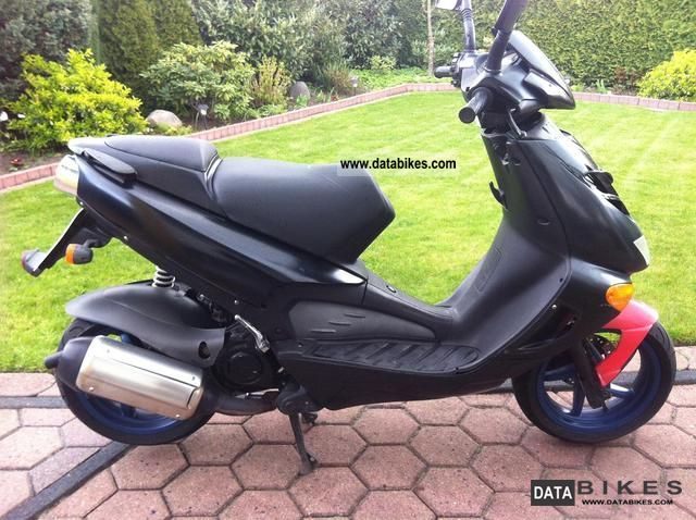 2002 Aprilia  Sr 125 Water Cooled! Motorcycle Lightweight Motorcycle/Motorbike photo