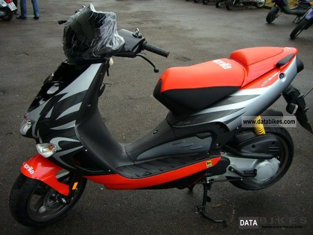 2011 Aprilia  SR 50 STREET! SUPER SPORTS! Motorcycle Scooter photo