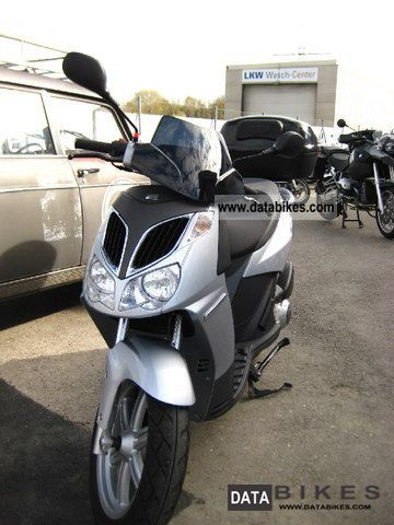 2007 Aprilia  SPORT CITY 125 a few km Motorcycle Scooter photo