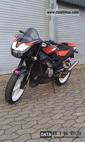 Aprilia  Rs 125 (RSV) 2005 Lightweight Motorcycle/Motorbike photo