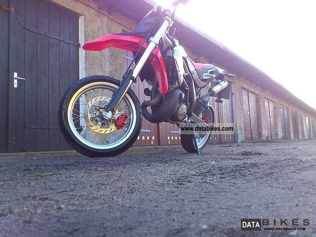 2010 Aprilia  SX 125 Motorcycle Super Moto photo