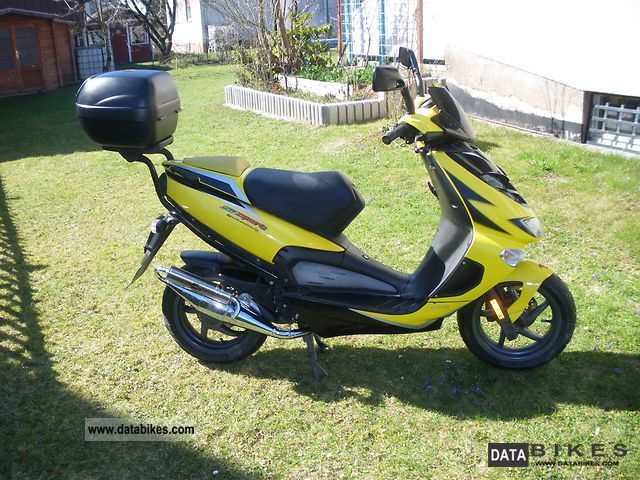 Aprilia  SR50 Di-Tech 2003 Motor-assisted Bicycle/Small Moped photo