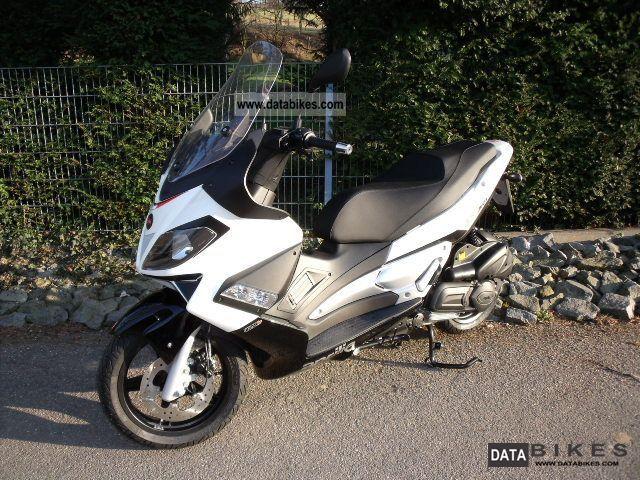 2011 Aprilia  I.e. SR MAX 125 2012 NEW Motorcycle Scooter photo