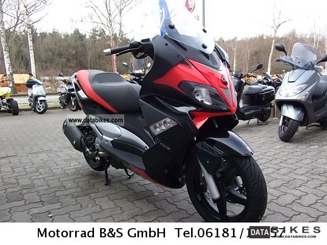 Aprilia  I.e. SR MAX 125 2011 Scooter photo