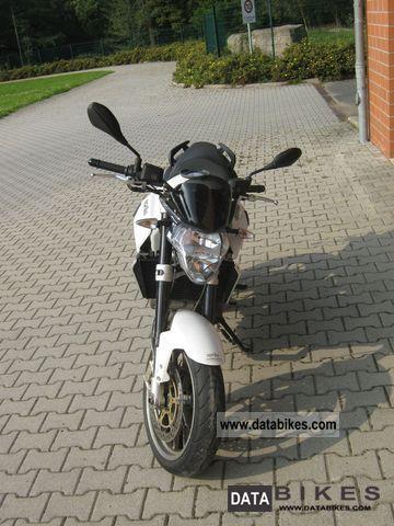 2009 Aprilia  Shiver 750 accident-free Motorcycle Naked Bike photo