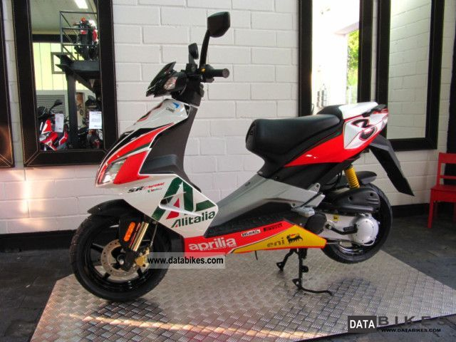 2011 Aprilia  SR 50 R Max Biaggi Replica Alitalia Motorcycle Scooter photo