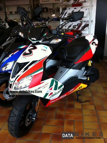 2011 Aprilia  SR 50R Factory Alitalia - direct injection! Motorcycle Scooter photo