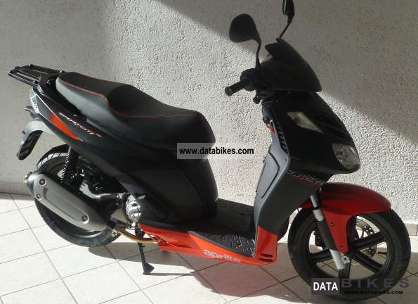 2011 Aprilia  Sportcity Cube Blackline Motorcycle Scooter photo
