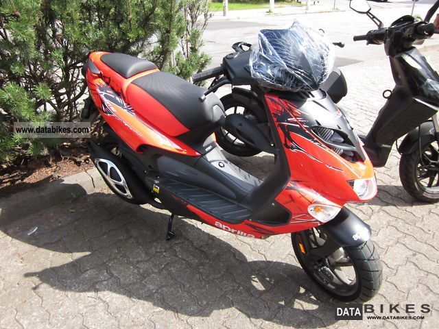 2011 Aprilia  SR 50 Street 2011 Delivery nationwide Motorcycle Scooter photo