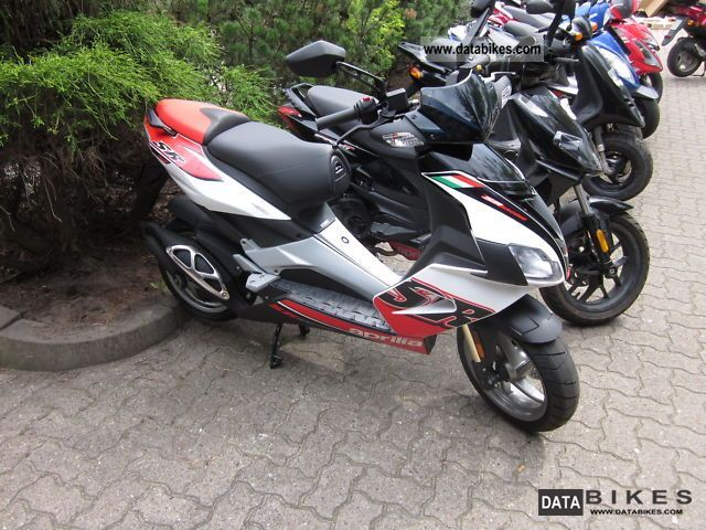 2011 Aprilia  SR 50 R 2011 Delivery nationwide Motorcycle Scooter photo