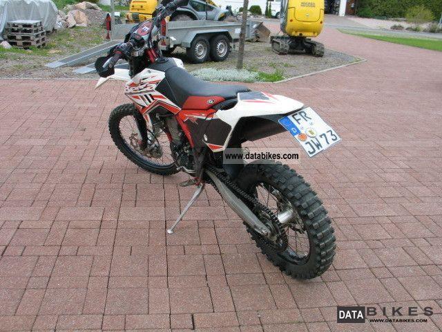 2011 Beta  400 RR Motorcycle Enduro/Touring Enduro photo