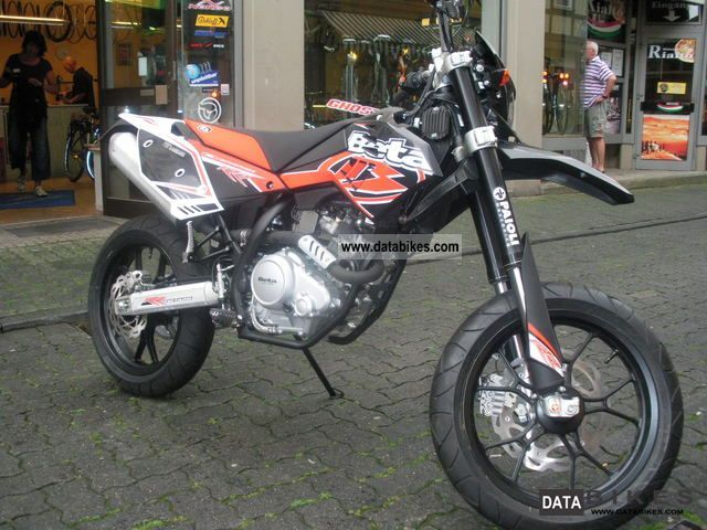 2012 Beta  SPM 125 LC Motorcycle Super Moto photo