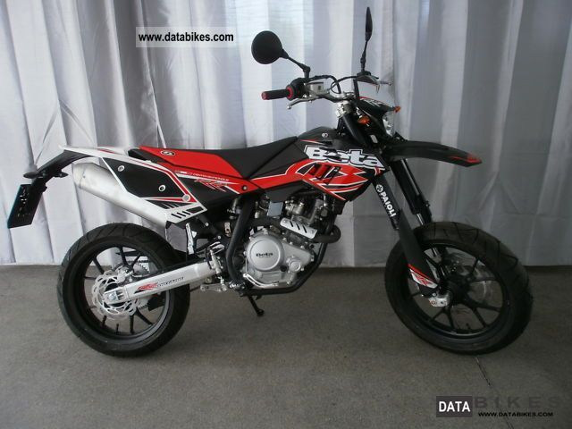 2011 Beta  Supermoto 125 LC4-clock Motorcycle Super Moto photo