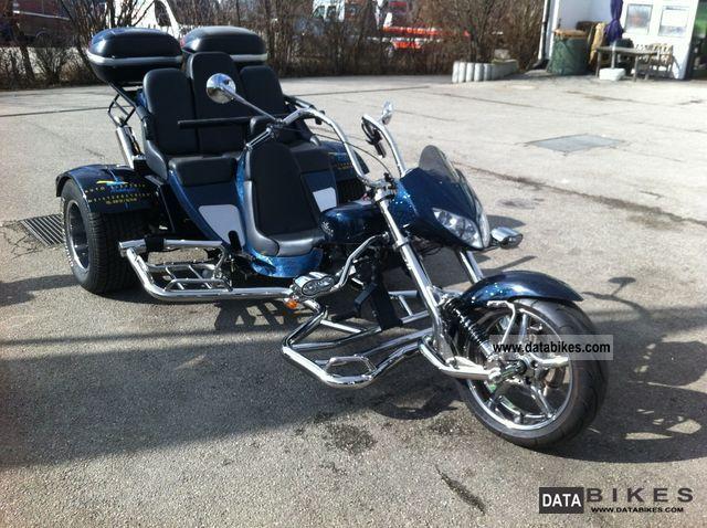 2010 Boom  Family Motorcycle Trike photo