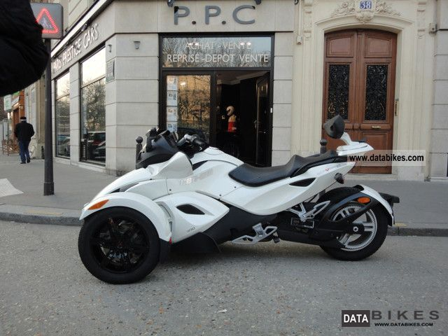 2010 BRP  CAN-AM SPYDER RS SE5 WHITE EDITION Motorcycle Quad photo