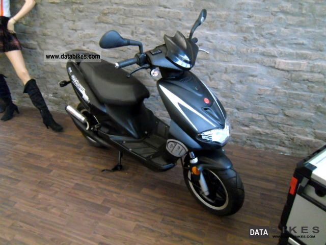 CPI  Hussar 50 with 70cc 2004 Scooter photo