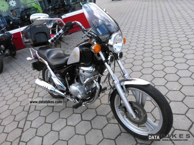 1997 Daelim  VC 125 Motorcycle Chopper/Cruiser photo