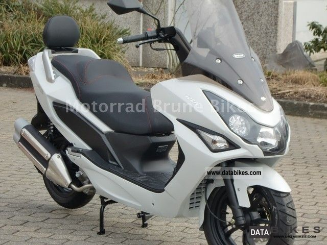 Daelim  S3 125 i / NEW with original accessories TOP BOX 2011 Scooter photo