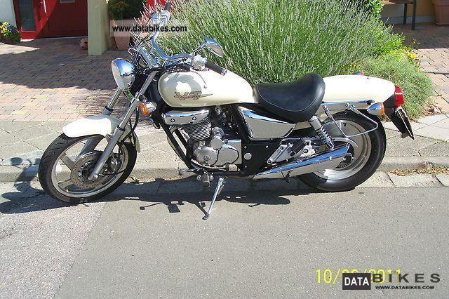 1999 Daelim  VT 125 Motorcycle Chopper/Cruiser photo