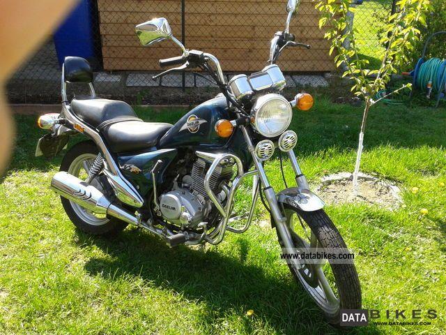 1997 Daelim  VS125 F Motorcycle Chopper/Cruiser photo