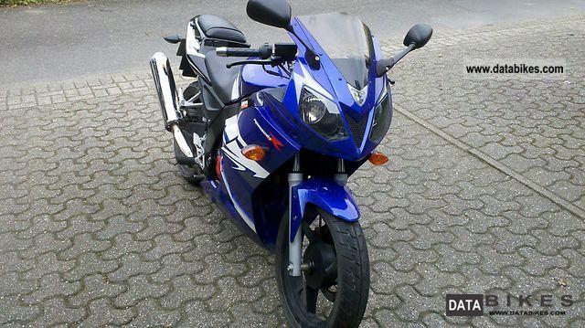 2010 Daelim  Roadwin 125 RFI Motorcycle Lightweight Motorcycle/Motorbike photo