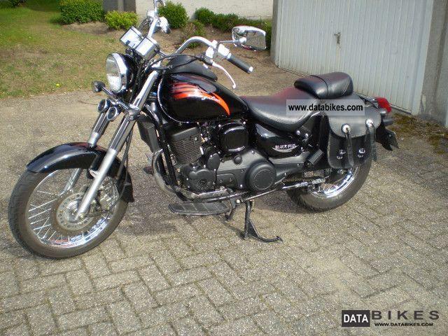 2010 Daelim  Daystar VL125 F1 Motorcycle Chopper/Cruiser photo
