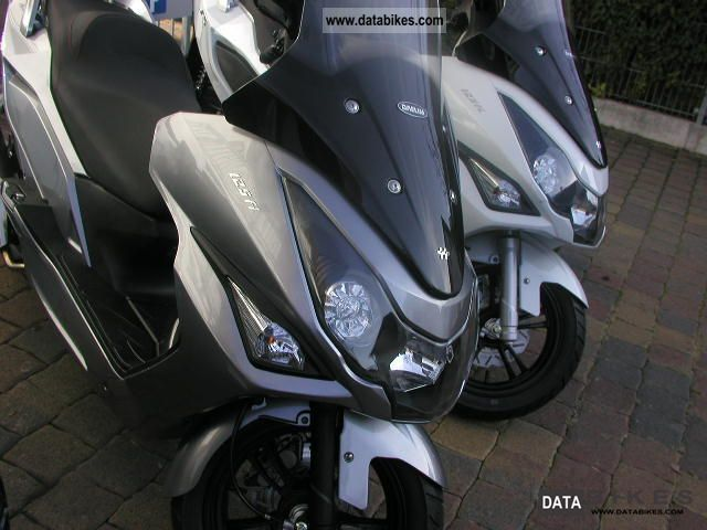 2011 Daelim  S 3 in 125cc range with gray case and helmet Motorcycle Scooter photo