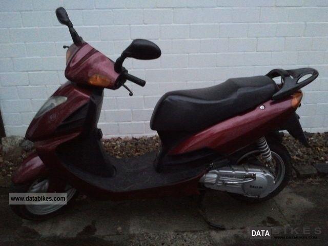 1999 Daelim  Otello 125 Motorcycle Scooter photo