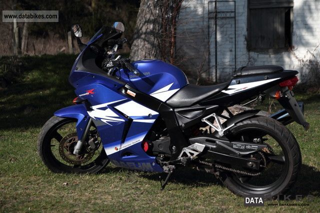 2010 Daelim  Roadwin 125 R FI Motorcycle Lightweight Motorcycle/Motorbike photo