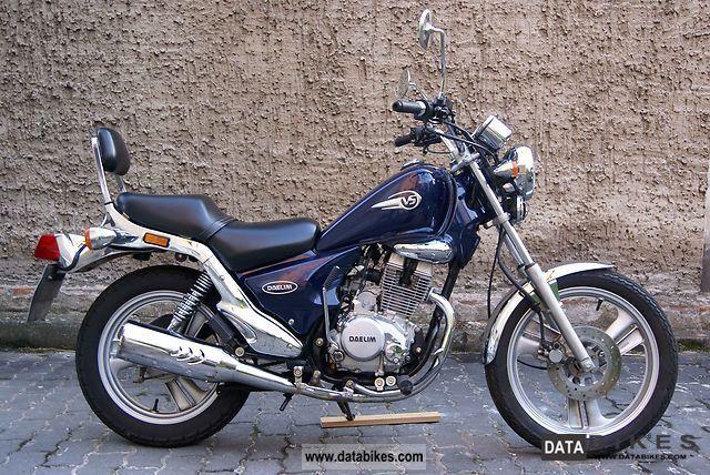 2002 Daelim  VS 125 F Motorcycle Chopper/Cruiser photo