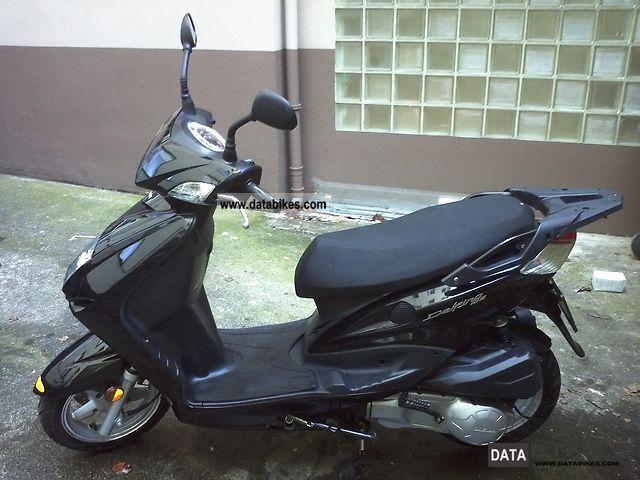 2011 Daelim  Delfino Motorcycle Scooter photo