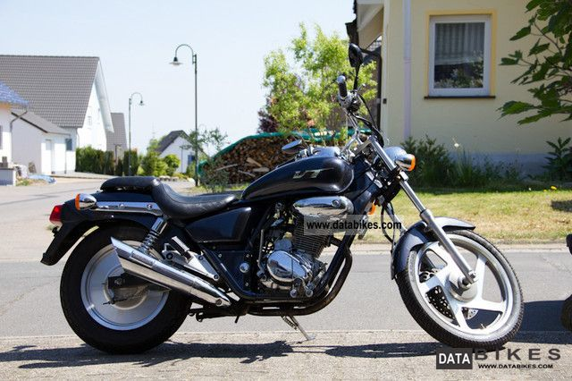 1998 Daelim  VT 125E Motorcycle Chopper/Cruiser photo