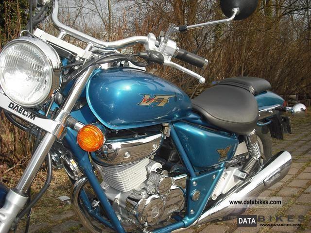 2001 Daelim  VT-125 F Motorcycle Chopper/Cruiser photo