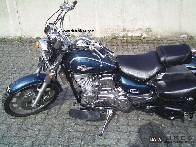 2004 Daelim  Daystar VL 125F Motorcycle Chopper/Cruiser photo